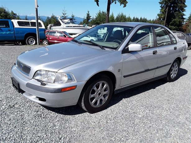2001 Volvo S40, 4 cyl FWD with only 180k km, clean interior!!!