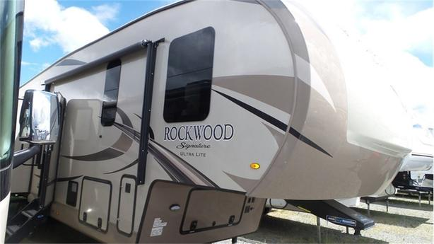 2018 Forest River Rockwood Signature Ultra Lite 8299BS -
