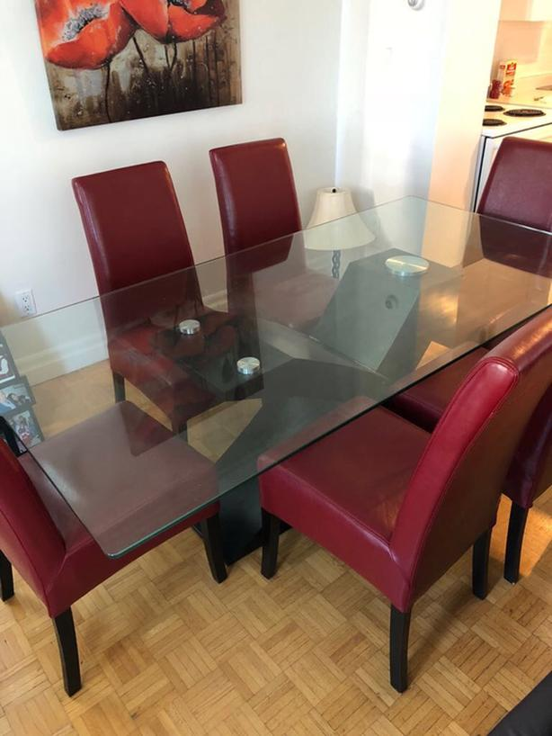 Glass dinning room table with 6 chairs