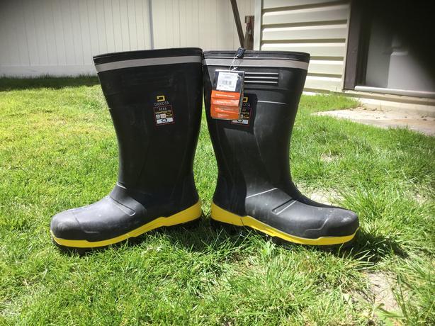 Dakota steel toe rubber boots