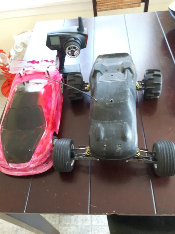 RC Cars , 2 remote control cars 1/10th & 1/8th