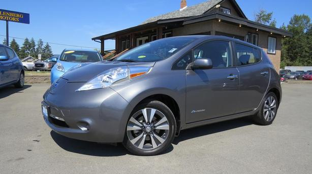 2015 NISSAN LEAF SV | Navigation | Heated Seats | Heated Wheel | Backup Cam
