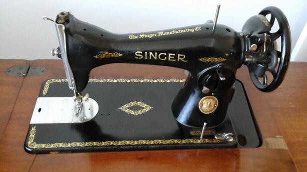 Singer Treadle Sewing Machine Outside Nanaimo, Nanaimo
