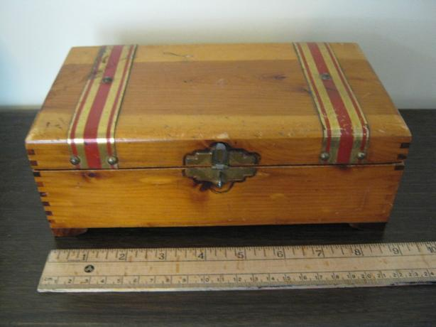 PILLIOD CEDAR TRINKET/JEWELLERY BOX - $10
