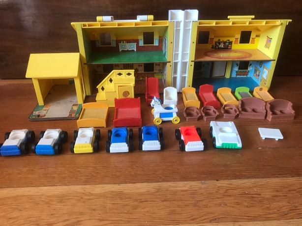 Vintage Fisher Price House Cars Furniture People Victoria City