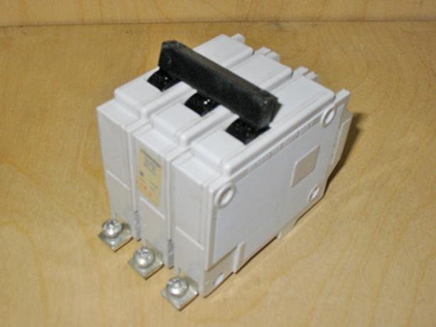 COMMANDER QBH 15 Amp, 3 Pole, 240 Vac Circuit Breaker (CEB/Sylvania) ~ Rare!