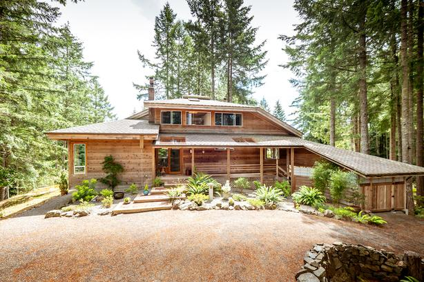 Tranquil Country Home & Acreage Salt Spring Island