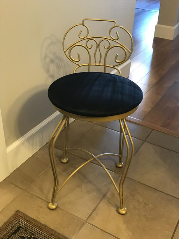 Entryway Chair & Entryway Chair West Shore: LangfordColwoodMetchosinHighlands ...