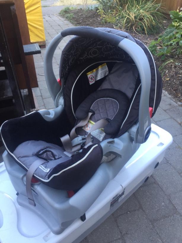Clean Graco Snugride 35 Infant Car Seat