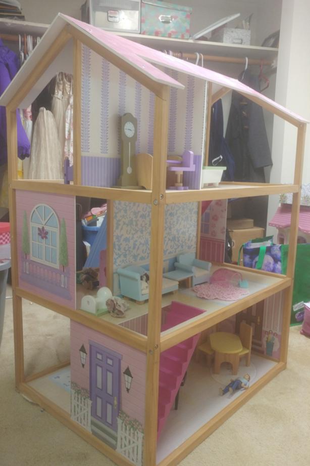 Huge doll house (melissa & doug)