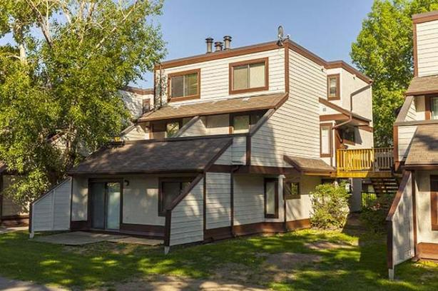 By 40th Ave NW and 4 street NW nice 2 bdrm Available August
