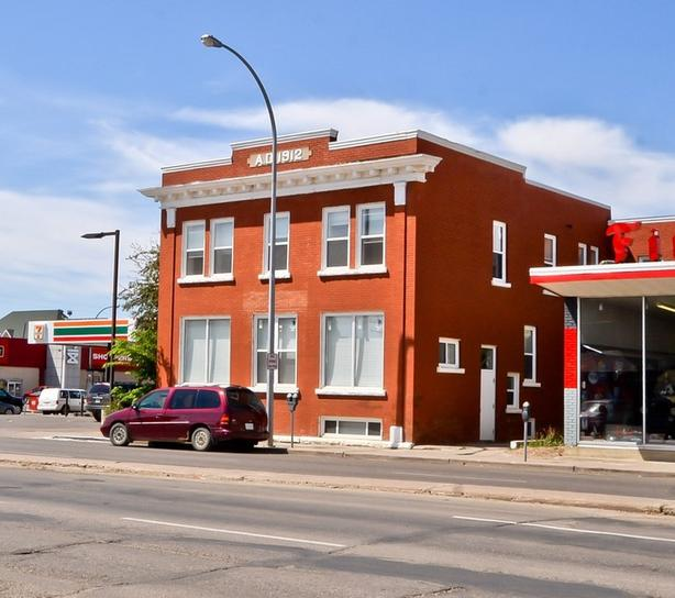 822 Main Street N - 24 Suite building for Sale in Moose Jaw!!
