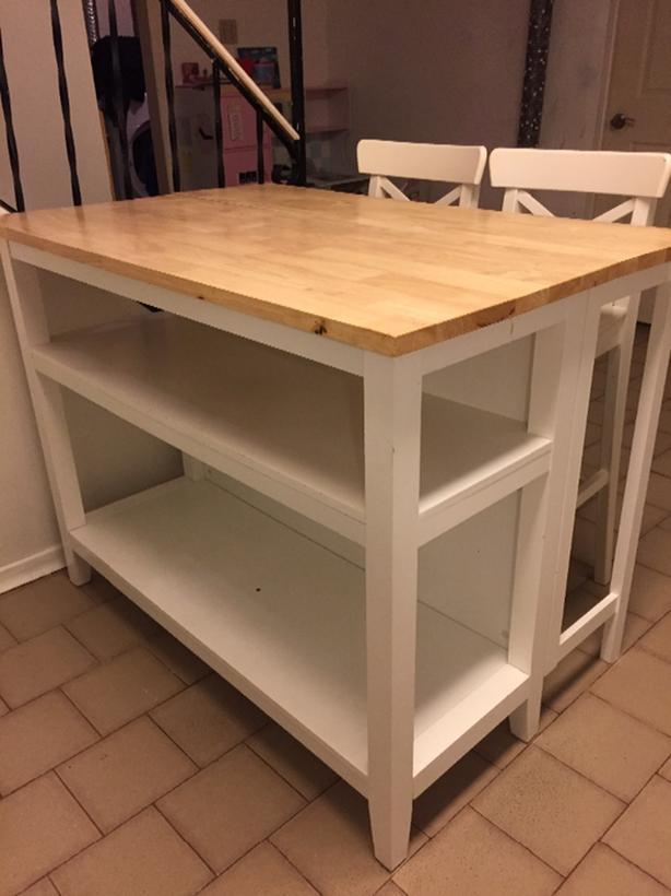 kitchen island , chairs