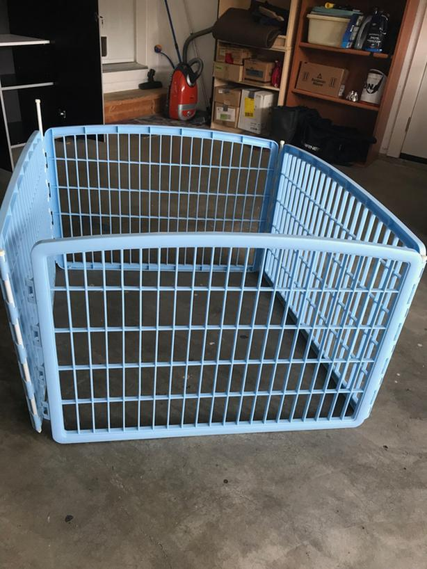 Plastic gates section  for puppies