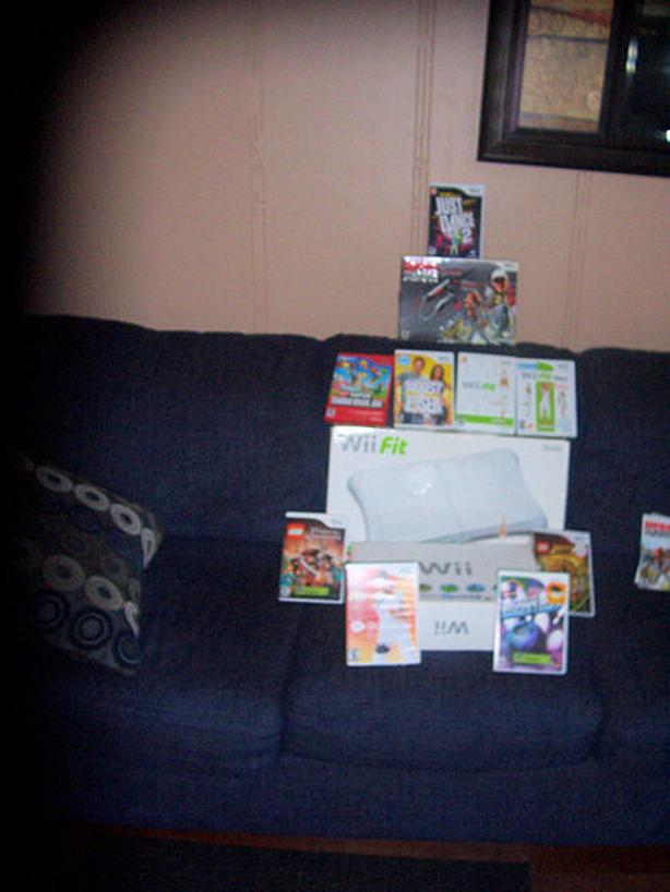 Wii Gaming Console & Games