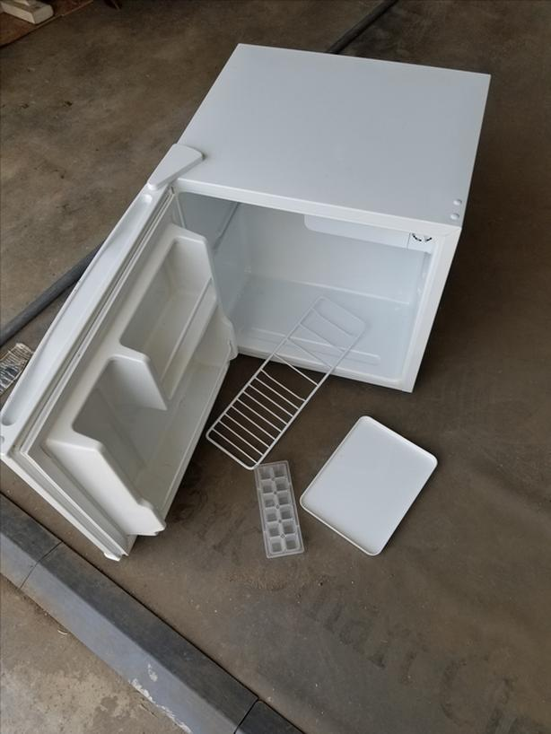 Salton Compact Refrigerator