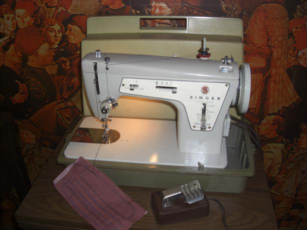 Singer 237 Fashion Mate Sewing Machine, with Case
