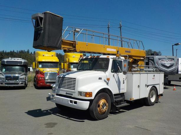1998 International 4700 Diesel Bucket Truck EH37 Bucket with Generator and Air B