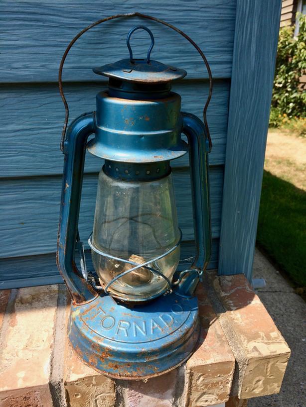 ANTIQUE                    TORONADO COAL OIL LAMP