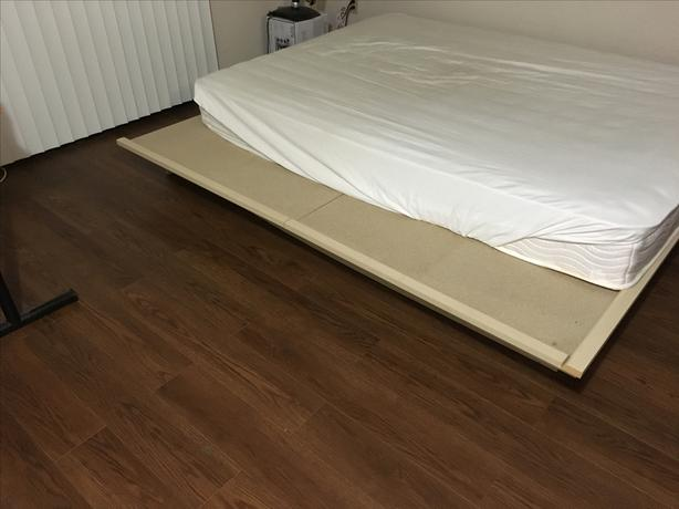 Sturdy Queen Size Wooden Platform Bed Frame Almost New Victoria