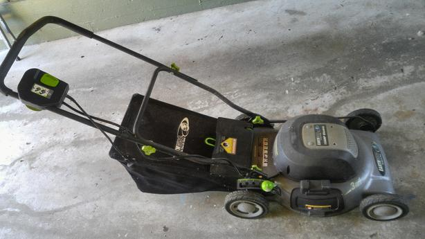Earthwise 12 amp 3 in 1 electric lawnmower