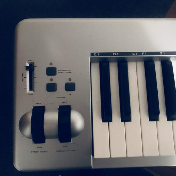 m-audio 61es midi controller with stand and usb connector