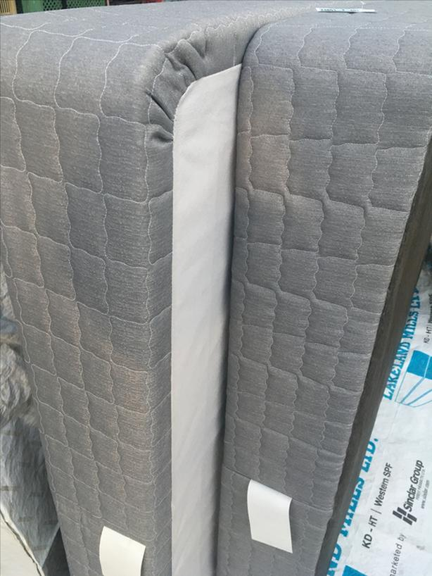 Box Spring x2 / Queen size. Like NEW! FREE Delivery in Port Alberni Only