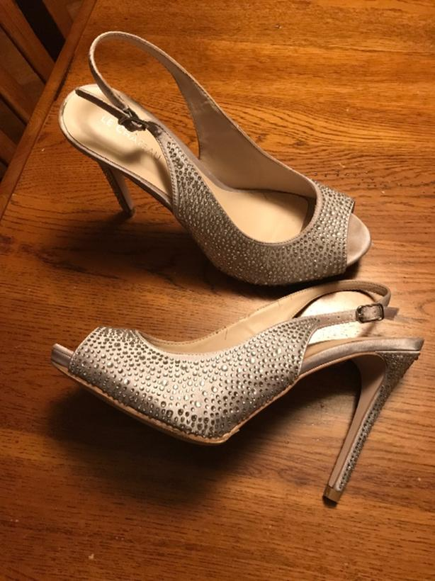 High heel shoes size 8