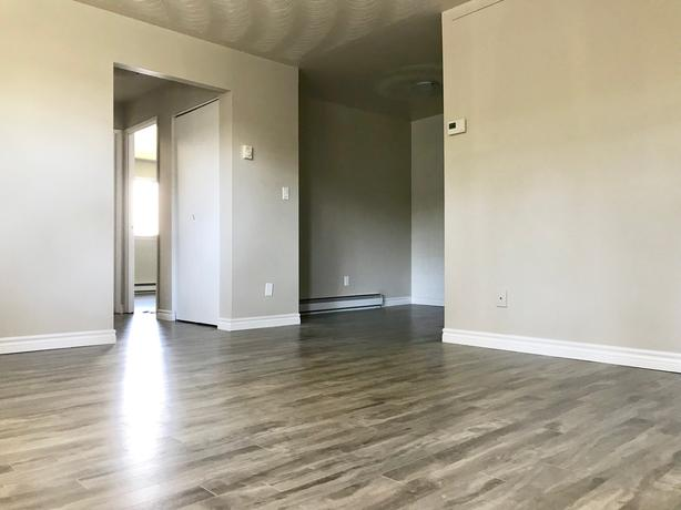 DESIRABLE EAST END LOCATION! TWO BEDROOM AVAILABLE NOW!