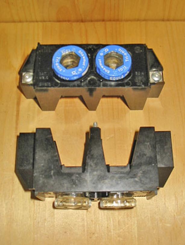 TAYLOR ELECTRIC 15/30 Amp, 1 Pole Twin Plug-In Fuse Head (#215) ~ Rare!