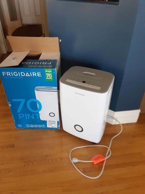 Bran new Frigidaire dehumidifier 70pints!!