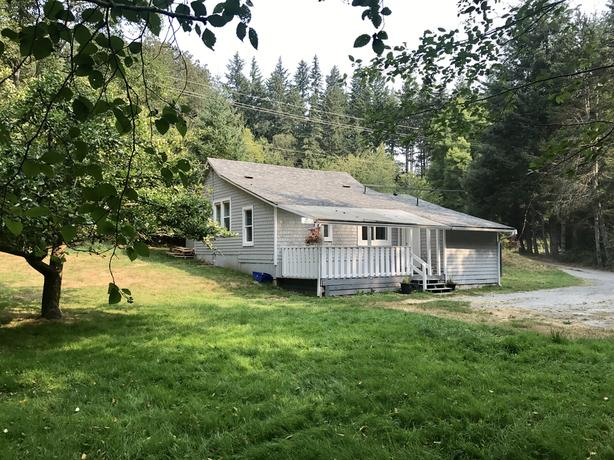 Must See!!! Cozy 2 Bedroom Cottage on Acreage in Otter point , sooke