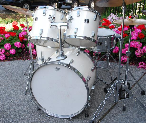 VINTAGE 1980'S TAMA DRUM SET COMPLETE AND READY TO PLAY