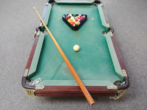 FREE: Mini pool table set