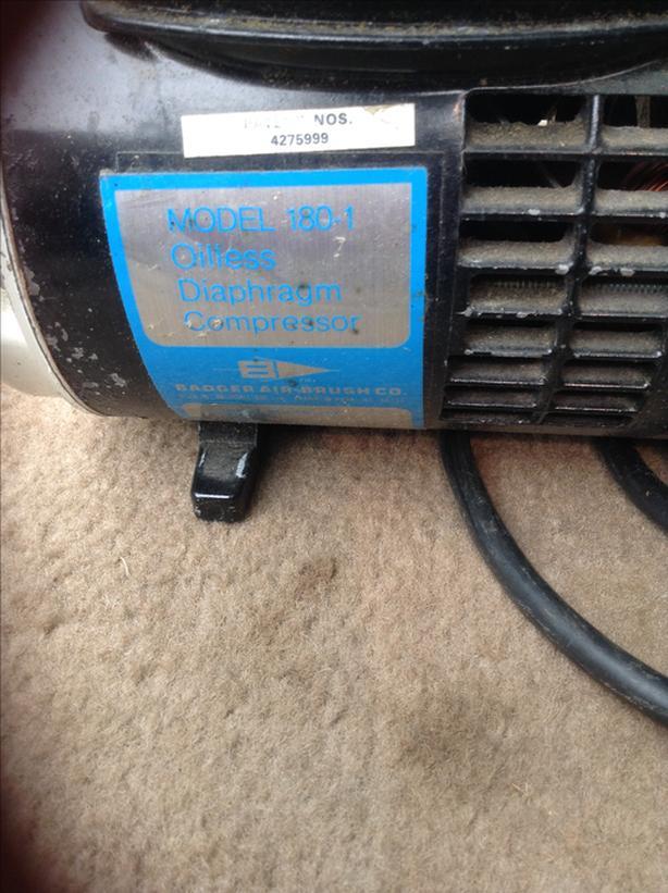 Small oil less air compressor