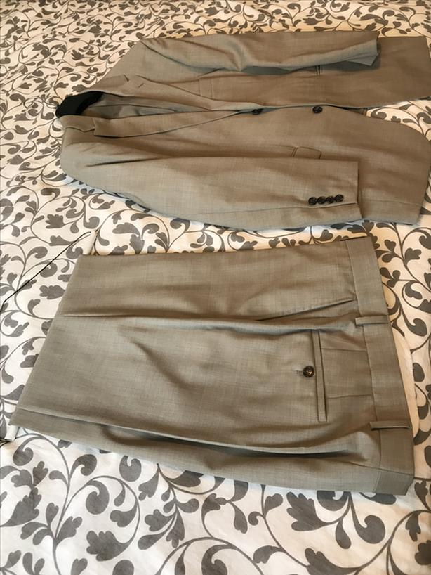 Hugo Boss 2 button suit worn less than 5 times