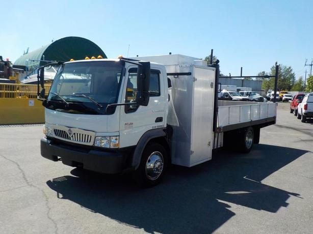 2007 International CF 600 LCF Diesel 14 Foot Flat deck