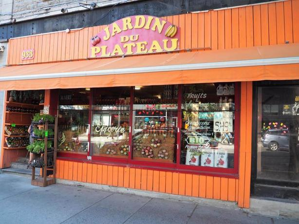 Superb Fruits & Vegetable Grocery store in the heart of Plateau Mont Royal