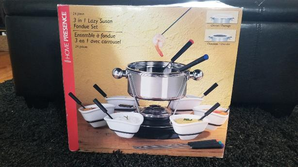 3-in-1 fondue set and fondue plates