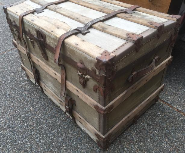 OLD TREASURE CHEST TRUNK