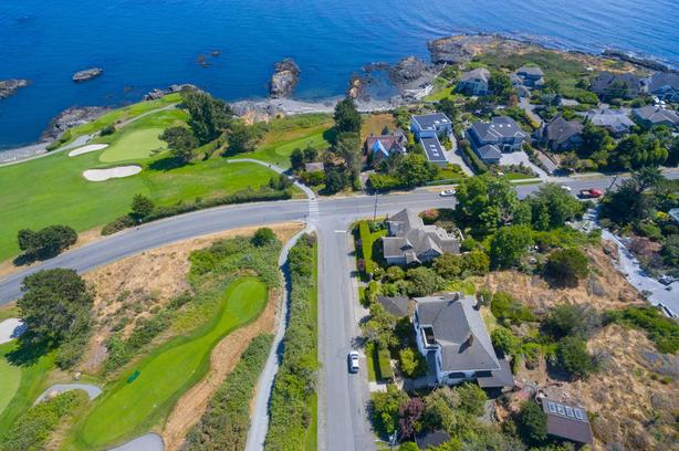 Attention Builders House and large Lot Ocean View Oak Bay