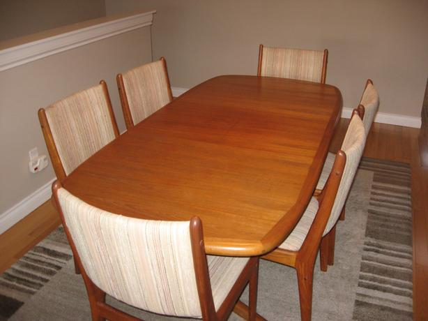 Preowned Teak Dining Table Chairs Buffet Hutch Very Good Condition