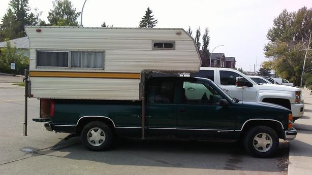 HUNTER's SPECIAL 1998 Chev 1/2 ton + camper