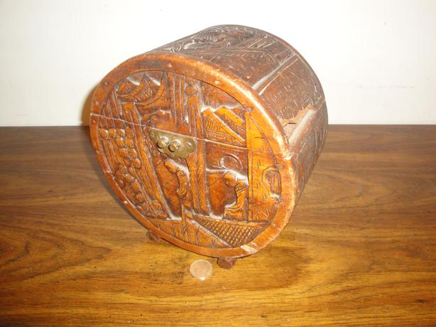 Vintage Rustic Hand Carved Wooden Trinket Box (broken hinges)