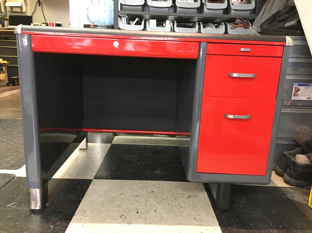 1957  Metal tanker desk .