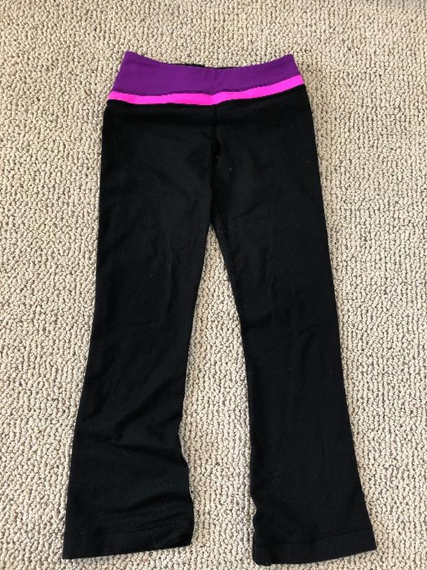 5d6a353959 IVIVVA LEGGINGS FIT & FLARE SIZE 10 North Saanich & Sidney ...