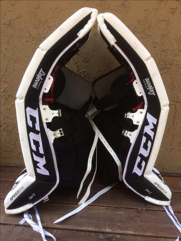 a8fa168ce10 CCM Extreme Flex E3.9 Goalie Pads (34+2) Saanich