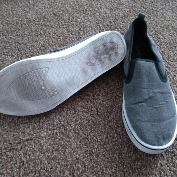 SIZE 10 MEN'S CANVAS SHOES