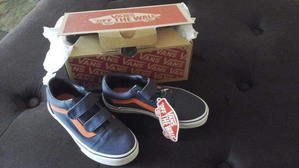 963dcc739ff07a New in Box Vans Old Skool V Kids Size 13.0 Blue Orange stripe Oak ...