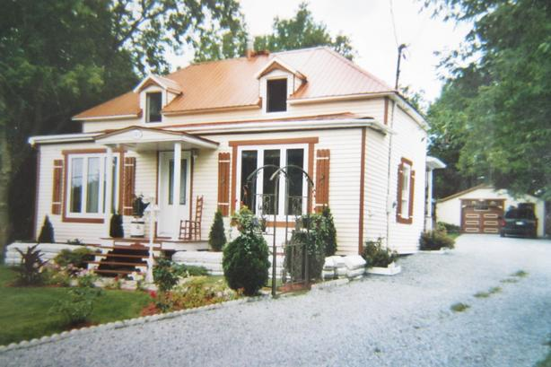 Magnifique maison à étages sur terrain de 30 388 pc à Roxton Falls